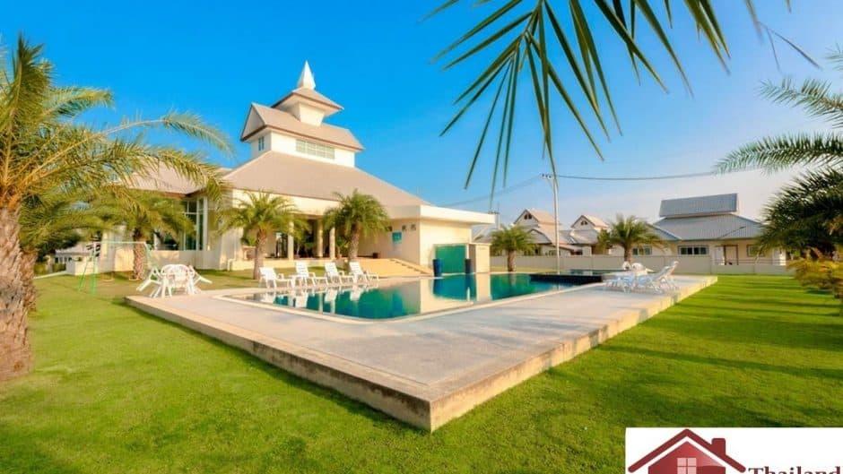 Beautiful Pool Villa For Sale In A Popular Estate