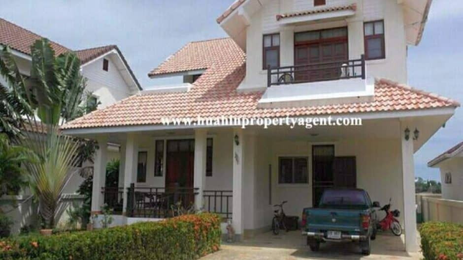 Beautiful 3 Bed 3 Bath Villa Near Beach